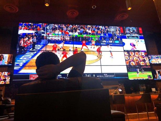 harrahs sports bar
